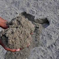 pengalaman-gue-makan-pasir-waktu-kecil