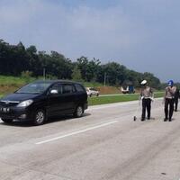 polisi-olah-tkp-kecelakaan-maut-yang-menewaskan-5-orang-di-tol-cipali