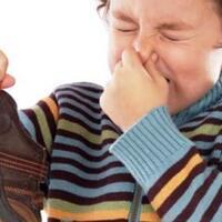 cara-mudah-mencegah-bau-sepatu-untuk-agan-yang-malas-pakai-kaus-kaki