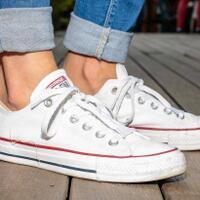 cara-mudah-merawat-sepatu-putih-kesayangan-bye-bye-kumel