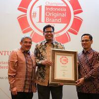 rumah-zakat-kembali-raih-1st-champion-indonesia-original-brand-award-2019