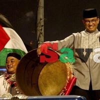 aksi-anies-baswedan-berpantun-di-panggung-jakarta-muharram-festival