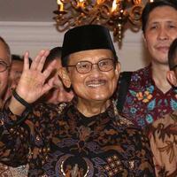 habibie-dan-jalan-pergulatan-demokrasi-indonesia