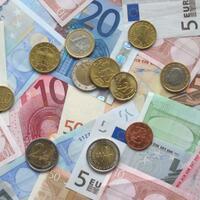 konspirasi-uang-kertas