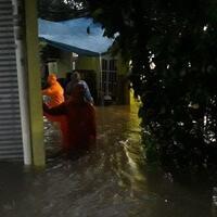 ratusan-rumah-di-dua-rw-di-kelurahan-rambutan-terendam-banjir-mencapai-15-meter