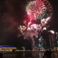 tahun-baruan-nonton-kembang-api-dan-drone-di-singapura