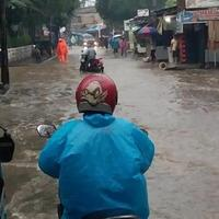 kemang-utara-terendam-banjir-lalu-lintas-terganggu