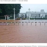 hebatnya-gubernur-anies-depan-istana-negara-makin-sering-kebanjiran
