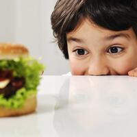 mengakali-anak-supaya-nggak-hobi-makan-junk-food