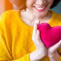 wajib-tahu-5-alasan-kuat-mengapa-cinta-lebih-berharga-daripada-harta