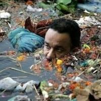 viral-foto-anies-berendam-di-air-penuh-sampah-pemprov-keterlaluan
