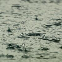 7-aktivitas-yang-enak-dilakuin-saat-hujan