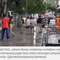 warga-pasang-pagar-di-jalan-jati-pulo-jakarta-barat-lockdown