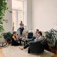 5-cara-mengatasi-bosan-saat-di-rumah-aja