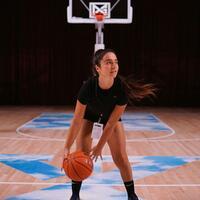 wanita-ini-turut-serta-berdemo-untuk-george-floyd-menggunakan-basketball-penasaran