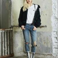 12-inspirasi-outfit-ala-lisa-blackpink-khusus-cewek-tomboi