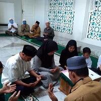 satu-keluarga-dari-simalungun-masuk-islam-di-masjid-raya-baiturrahman-banda-aceh