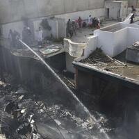 insiden-pesawat-pakistan-jatuh-karena-pilot-sibuk-bahas-covid