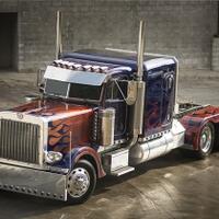 mengenal-peterbilt-truk-yang-jadi-wujud-perubahan-optimus-prime-di-film-transformer