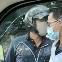 sempat-hardik-pengemudi-viral-pengendara-motor-hadang-ambulance-di-depok