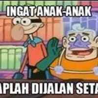 selebgram-asal-malaysia-darlene-adrienne-pakai-jilbab-tapi-kok-bajunya-kaos-buntung