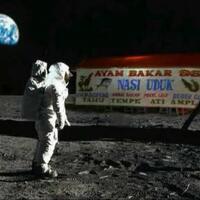 astronot-makan-ini-diluar-angkasa