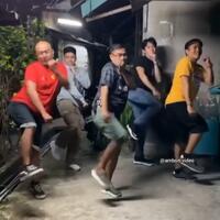 viral-bapak-bapak-joget-tik-tok-bikin-gemes-netizen-baju-merah-jangan-sampai-lolos