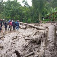 banjir-bandang-di-puncak-bogor-ratusan-warga-mengungsi-sementara