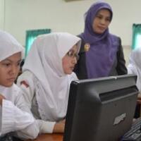 viral-video-siswi-non-muslim-smkn-2-padang-dipaksa-pakai-jilbab