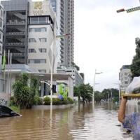 kemang-banjir-lagi-banyak-mobil-terjebak-tak-bisa-kemana-mana