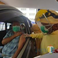 vaksinasi-drive-thru-lansia-yang-pertama-warnai-hut-ke-107-kota-malang