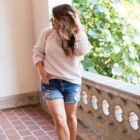 trik-padu-padan-sweater-untuk-tubuh-gemuk-cara-pake-swetaer-buat-tubuh-gemuk