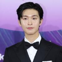 sikap-aktor-rookie-hong-kyung-curi-perhatian-di-57th-baeksang-arts-awards