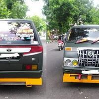 mobil-mewah-kepergok-beli-bensin-eceran-pinggir-jalan-publik-beri-pujian