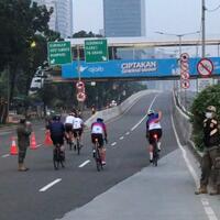 sepeda-biasa-diminta-keluar-lintasan-road-bike-di-jlnt-pesepeda-mangkel-saya