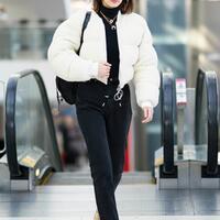 tips-memilih-outfit-yang-tepat--nyaman-saat-naik-pesawat-jangan-sampai-saltum
