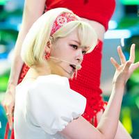 seperti-menahan-sakit-penampilan-jeongyeon--twice--bikin-khawatir-penggemar