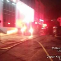 kantor-bpom-jakarta-pusat-kebakaran-15-mobil-damkar-diterjunkan