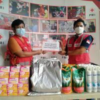 bmci-salurkan-bantuan-dari-donasi-konsumen-alfamart-untuk-relawan-pmi-tangerang
