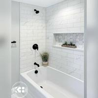 5-desain-kamar-mandi-putih-dengan-kolaborasi-yang-bikin-menarik-dan-bersih