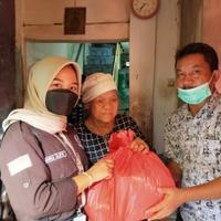 mahasiswa-unis-tangerang-berikan-bantuan-sembako-warga-kurang-mampu