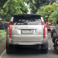 penumpang-mobil-sengaja-buang-sampah-ke-pinggir-jalan-apa-buruknya