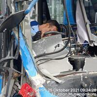 kecelakaan-maut-trans-j-pengemudi-diduga-mengantuk