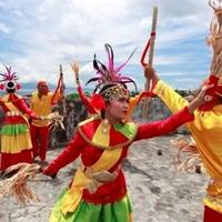 tarian-mistis-khas-indonesia-yang-bikin-penonton-bergidik-ngeri-wow