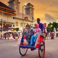 becak-antara-transportasi-dan-kultur-kebudayaan-bangsa