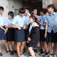 duh-siswa-laki---laki-di-negara-ini-dibebaskan-memakai-rok-di-sekolah