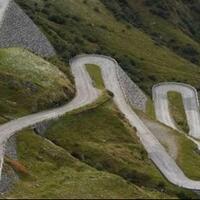 kenapa-jalan-di-pegunungan-dibuat-berkelok-kelok-bukannya-lurus-saja