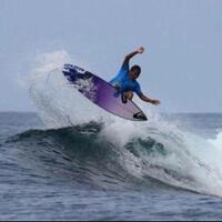 aksi-heroik-surfer-filipina-mengajarkan-kemanusiaan-di-atas-segalanya