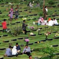suka-duka-gw-tinggal-di-perkampungan-deket-pemakaman-keluarga-coyyy