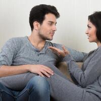 membatasi-komunikasi-diri-setelah-menikah